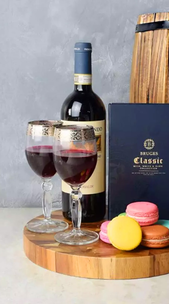 Macaron & Wine For Two Gift Set