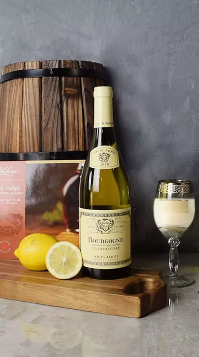 Smoked Salmon & Citrus Gift Basket With Wine